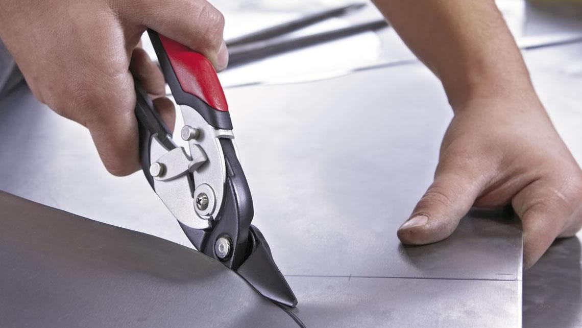Sholat memotong dan membungkuk lembaran logam
